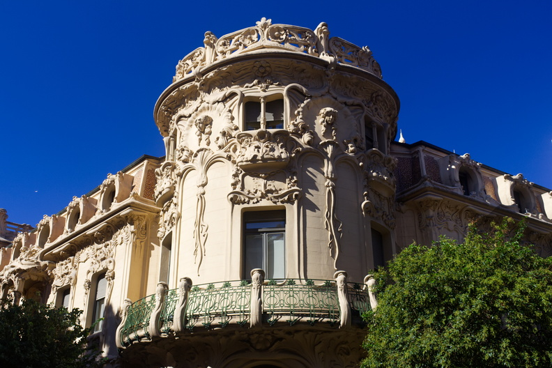 2018_Madrid_Gaudi_Building.jpg